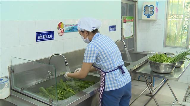 Xử phạt hơn 100 trường hợp vi phạm an toàn thực phẩm tại quận Thanh Xuân, Hà Nội - Ảnh 1.