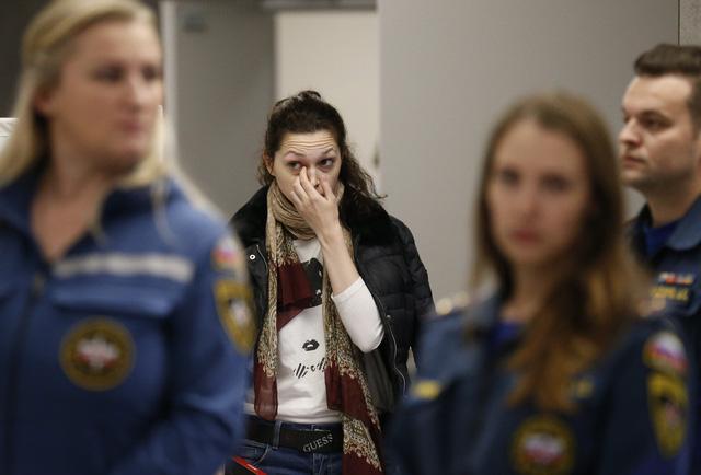 Máy bay Nga bốc cháy dữ dội khi hạ cánh, 41 người thiệt mạng - Ảnh 6.