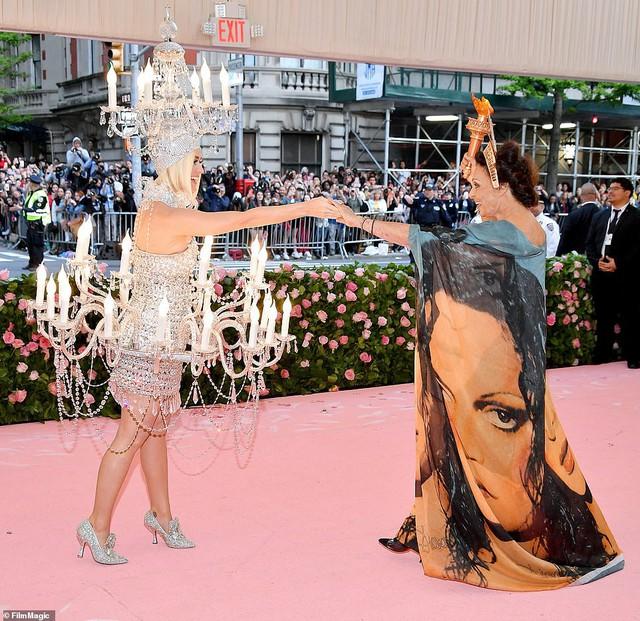 Lady Gaga, Katy Perry và Cardi B rực sáng trên thảm đỏ Met Gala 2019 - Ảnh 7.