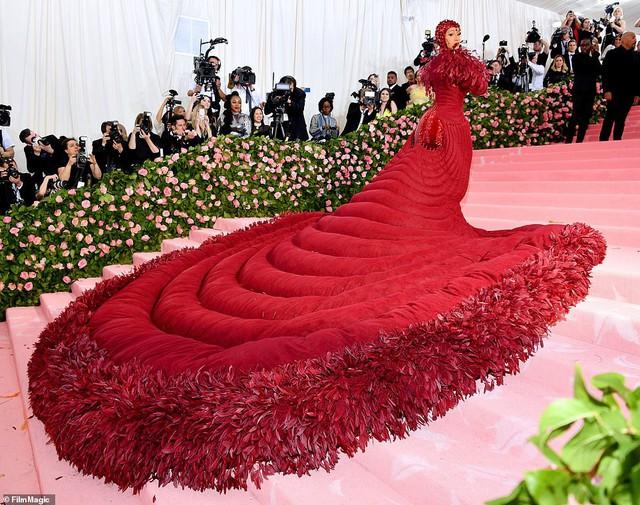 Lady Gaga, Katy Perry và Cardi B rực sáng trên thảm đỏ Met Gala 2019 - Ảnh 5.