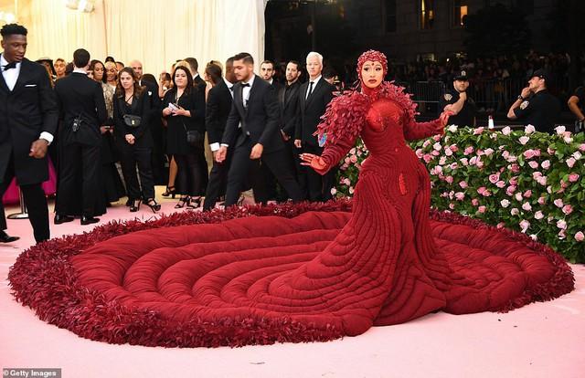 Lady Gaga, Katy Perry và Cardi B rực sáng trên thảm đỏ Met Gala 2019 - Ảnh 3.
