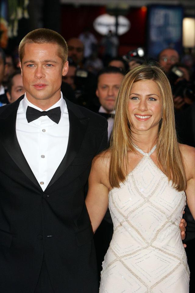 Brad Pitt phản pháo tin đồn hẹn hò với vợ cũ Jennifer Aniston - Ảnh 1.