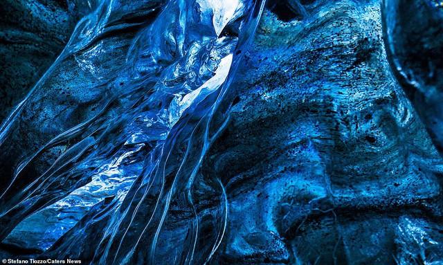 Cận cảnh vẻ đẹp kỳ ảo của dòng sông băng lớn nhất châu Âu - Ảnh 4.