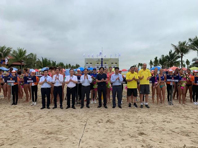 Ảnh: Những khoảnh khắc ấn tượng tại giải bóng chuyền bãi biển nữ thế giới Tuần Châu - Hạ Long 2019 ngày 09/5 - Ảnh 2.