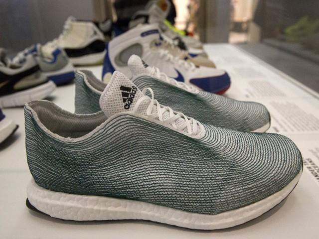 Những mẫu giày sáng tạo nhất mọi thời đại - Ảnh 9.