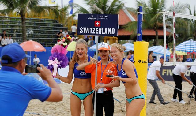 Ảnh: Những khoảnh khắc ấn tượng tại giải bóng chuyền bãi biển nữ thế giới Tuần Châu - Hạ Long 2019 ngày 09/5 - Ảnh 4.
