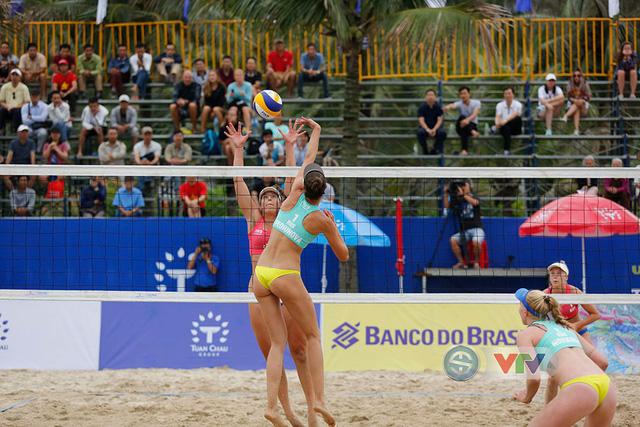 Ảnh: Những khoảnh khắc ấn tượng tại giải bóng chuyền bãi biển nữ thế giới Tuần Châu - Hạ Long 2019 ngày 09/5 - Ảnh 14.