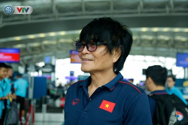 ĐT Việt Nam lên đường sang Thái Lan dự King's Cup 2019: HLV Park Hang Seo chia tay Đình Trọng ở sân bay - Ảnh 4.