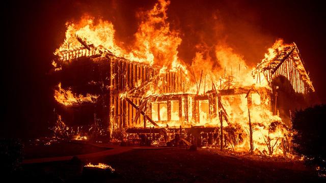 Mỹ: Cháy lớn ở công viên, nhiều người phải sơ tán - Ảnh 1.
