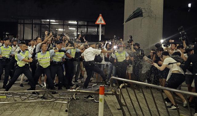 Hong Kong chia rẽ vì dự luật dẫn độ tội phạm sang Trung Quốc đại lục - Ảnh 1.