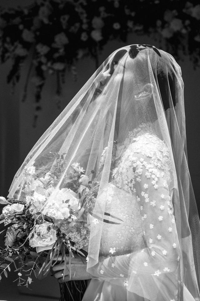 MC Phí Linh khoe ảnh cưới, nhẹ nhàng bước chân vào chương mới của cuộc đời - Ảnh 1.