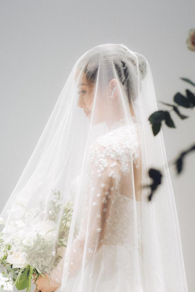 MC Phí Linh khoe ảnh cưới, nhẹ nhàng bước chân vào chương mới của cuộc đời - Ảnh 3.