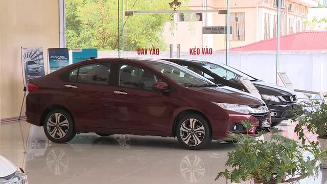 Doanh số bán xe ô tô ở Việt Nam tăng tốc - Ảnh 1.