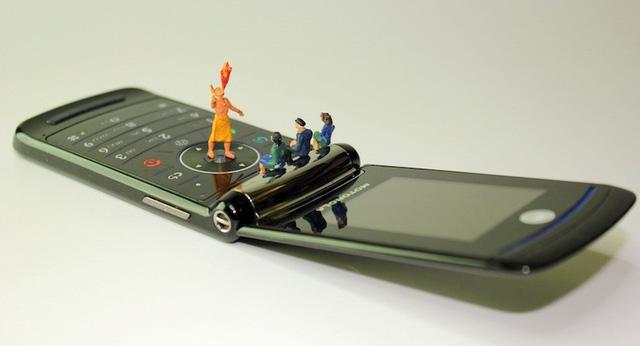 Nhận ngay 23 triệu đồng, nếu bỏ smartphone để dùng điện thoại nắp gập đồ đá trong 1 tuần: Bạn có dám? - Ảnh 2.