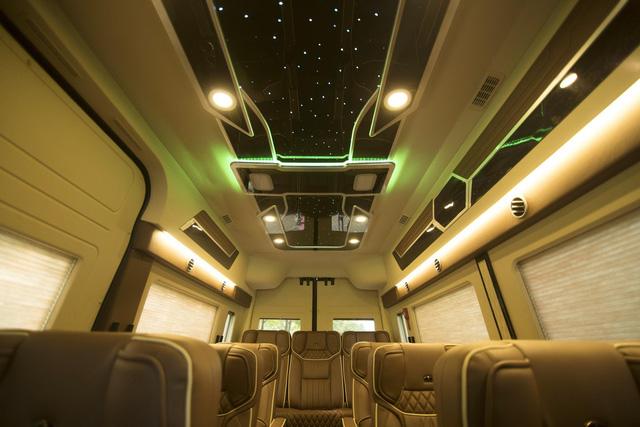 Hyundai Solati độ phong cách sang chảnh Limousine phục vụ giới doanh nhân Việt - Ảnh 1.