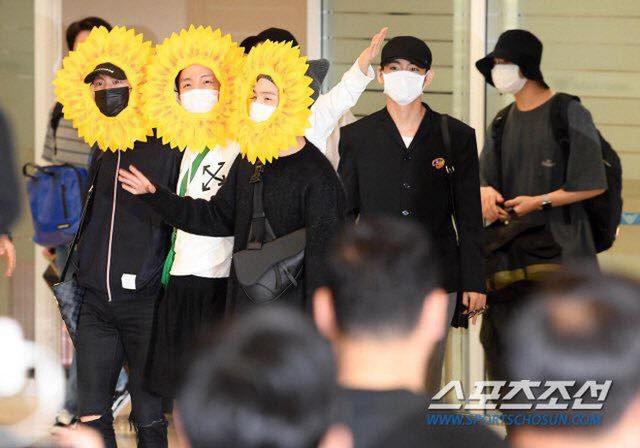 BTS gây choáng với thời trang kiểu... hoa hướng dương - Ảnh 9.