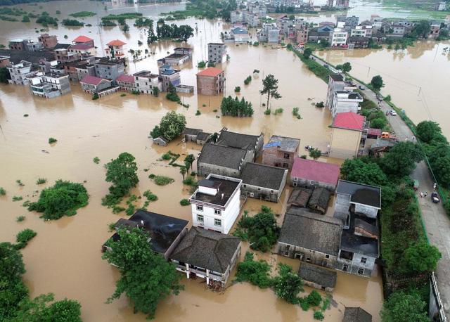 Mưa lớn gây ngập lụt ở miền Nam Trung Quốc - Ảnh 1.