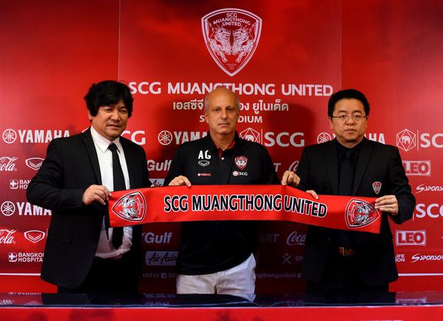 Cựu HLV U23 Thái Lan trở thành thầy mới của Văn Lâm ở Muangthong United - Ảnh 1.