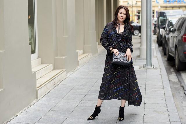 Bí quyết mix đồ dù giản dị vẫn vô cùng quyến rũ của Mrs Vietnam 2018 Trần Hiền - ảnh 2