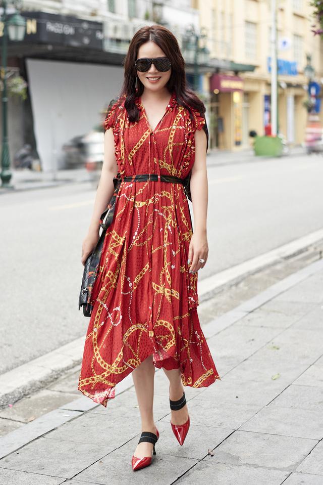 Bí quyết mix đồ dù giản dị vẫn vô cùng quyến rũ của Mrs Vietnam 2018 Trần Hiền - ảnh 6