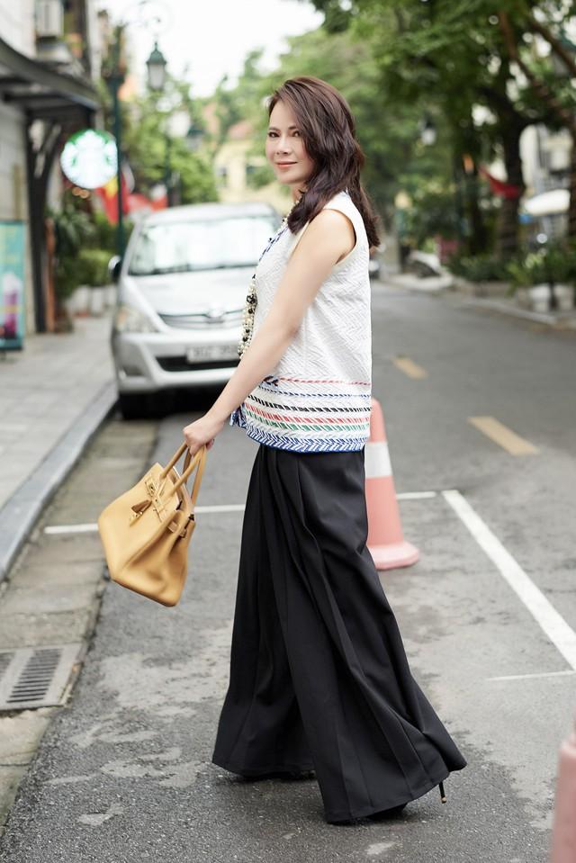 Bí quyết mix đồ dù giản dị vẫn vô cùng quyến rũ của Mrs Vietnam 2018 Trần Hiền - ảnh 8