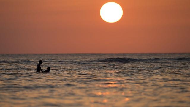 Hawaii đầu tư 13 triệu USD để cải tạo bãi biển nổi tiếng nhất khu du lịch - Ảnh 1.