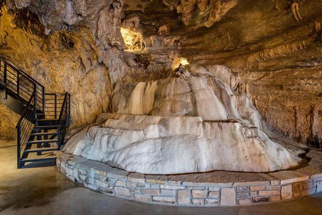 Khách sạn triệu đô xây trong hang động - Ảnh 4.