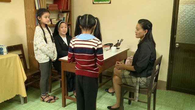 Đánh cắp giấc mơ - Tập 4,5: Bước chân vào nhà giàu, Khánh Quỳnh được yêu quý, em Cám Hải Vân bị mẹ nuôi dằn mặt - Ảnh 2.