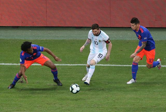 VIDEO ĐT Argentina 0-2 ĐT Colombia: Nghệ thuật phản công! - Ảnh 1.