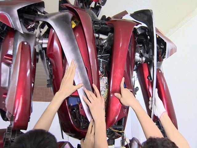 Robot được chế tạo từ phế liệu - Ảnh 3.