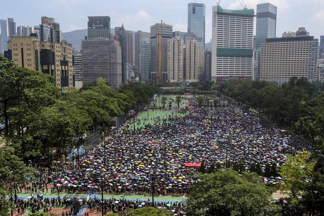 Trung Quốc ủng hộ Hong Kong đình chỉ dự luật dẫn độ - Ảnh 2.