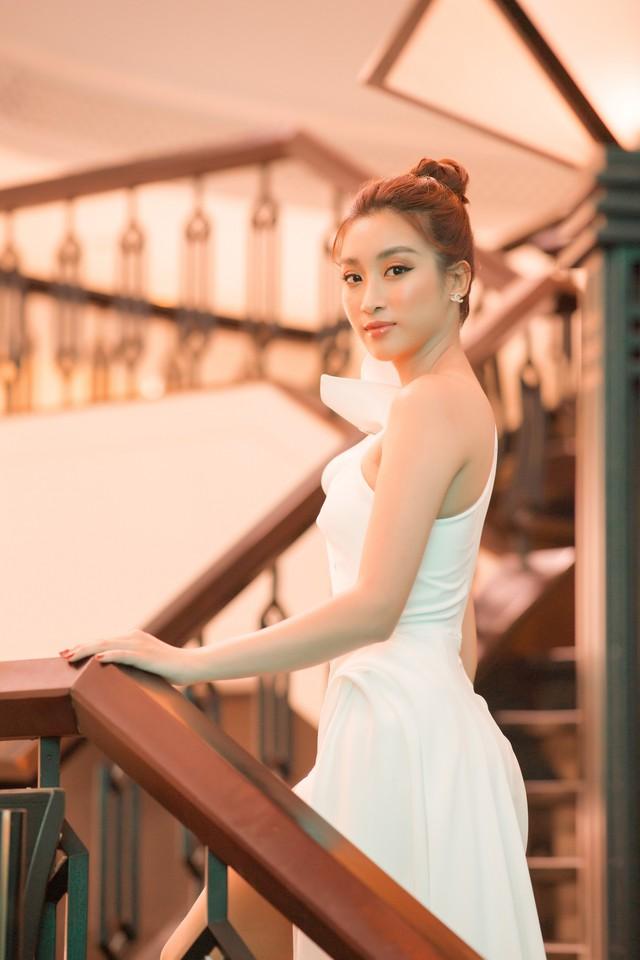 Trở lại sau Cuộc đua kỳ thú, Đỗ Mỹ Linh khoe nhan sắc thăng hạng - Ảnh 4.