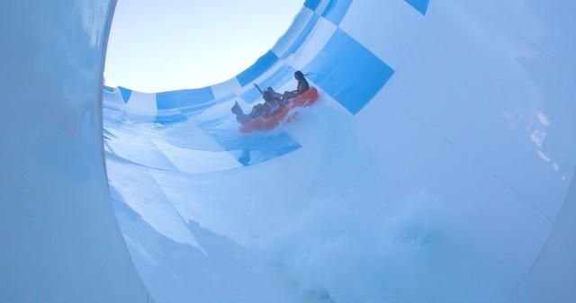 Siêu ống trượt nước lớn nhất thế giới được mở tại Benidorm - Ảnh 3.