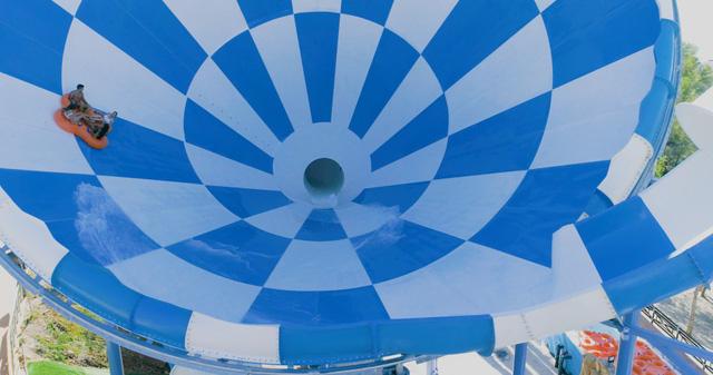 Siêu ống trượt nước lớn nhất thế giới được mở tại Benidorm - Ảnh 2.