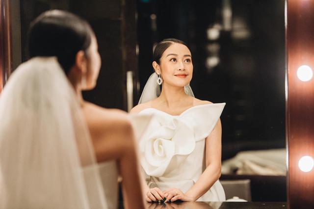 Ngắm cô dâu Phí Linh đẹp dịu dàng trong ngày trọng đại - Ảnh 2.