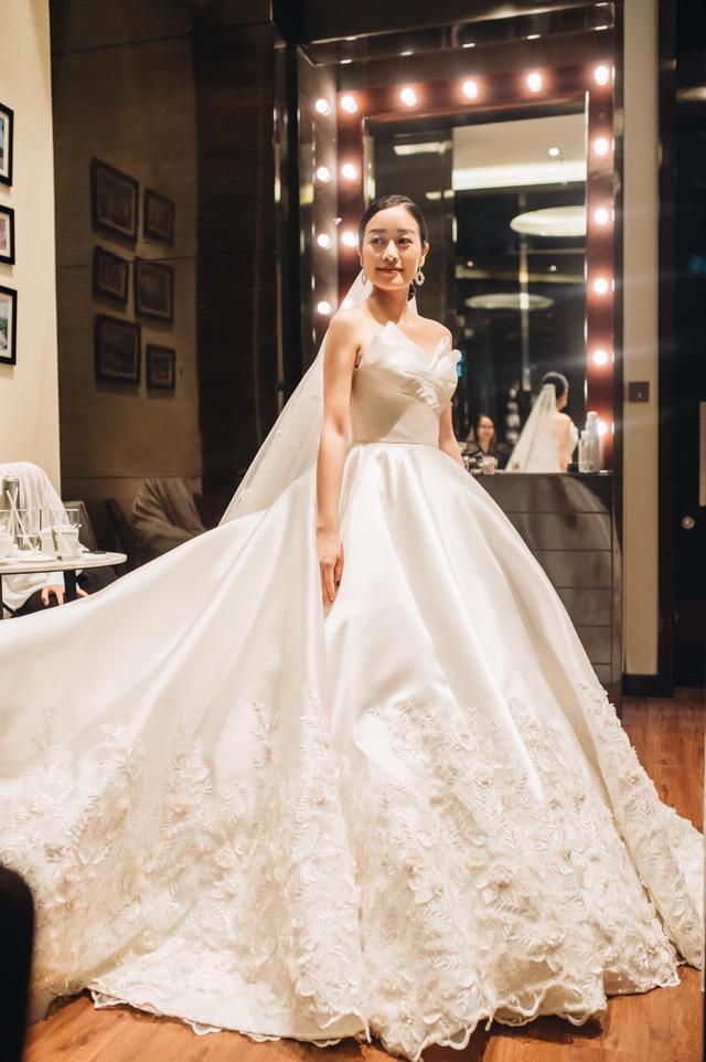 Ngắm cô dâu Phí Linh đẹp dịu dàng trong ngày trọng đại - Ảnh 4.