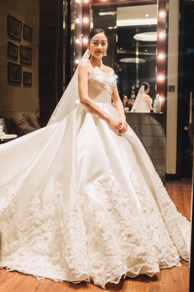 Ngắm cô dâu Phí Linh đẹp dịu dàng trong ngày trọng đại - Ảnh 6.