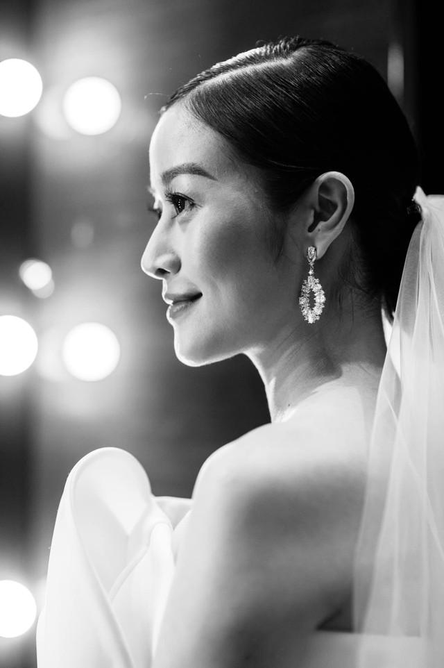 Ngắm cô dâu Phí Linh đẹp dịu dàng trong ngày trọng đại - Ảnh 7.