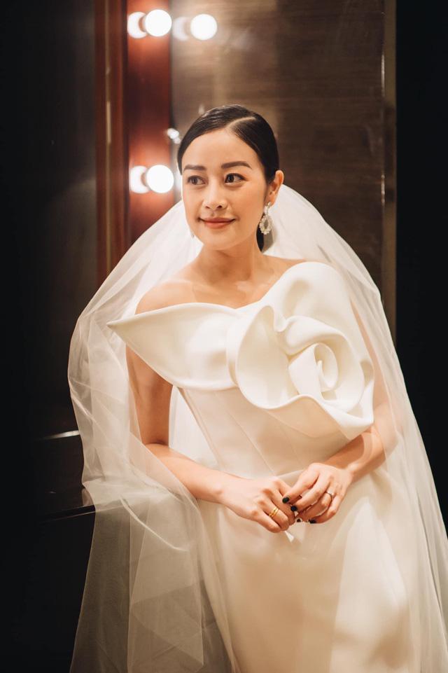 Ngắm cô dâu Phí Linh đẹp dịu dàng trong ngày trọng đại - Ảnh 8.