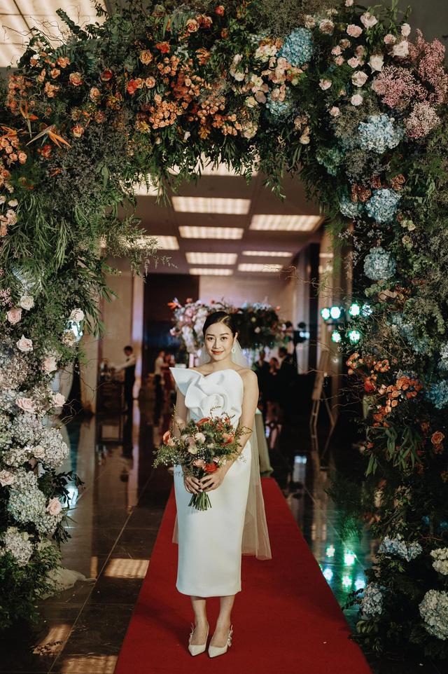 Ngắm cô dâu Phí Linh đẹp dịu dàng trong ngày trọng đại - Ảnh 9.