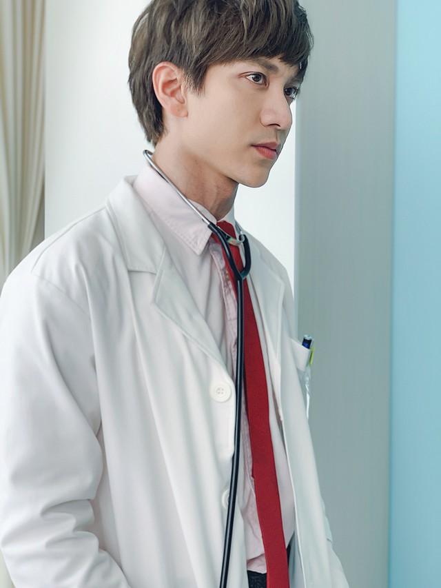 Dũng Bino hoá thân xuất thần trong vai bác sĩ Phan trong phim Bệnh viện thần ái - Ảnh 1.