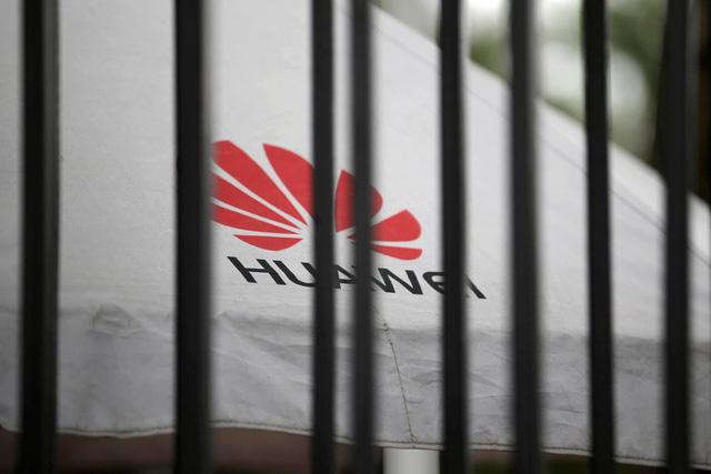Huawei cắt giảm đơn hàng smartphone cao cấp: Tan mộng đế vương? - Ảnh 3.