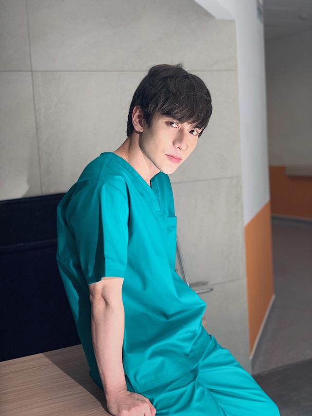 Dũng Bino hoá thân xuất thần trong vai bác sĩ Phan trong phim Bệnh viện thần ái - Ảnh 3.