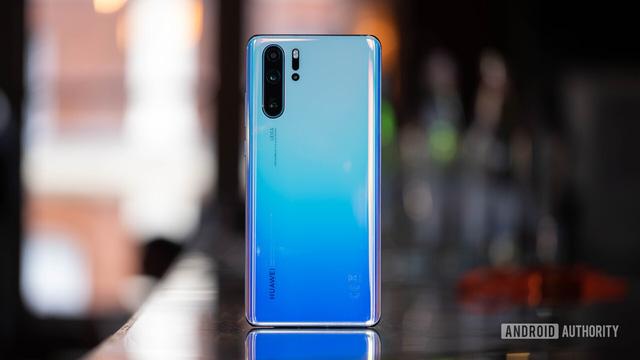 Huawei cắt giảm đơn hàng smartphone cao cấp: Tan mộng đế vương? - Ảnh 2.
