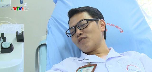 Bác sỹ trẻ 100 lần hiến máu cứu người - Ảnh 1.
