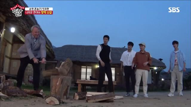 Lee Sung Gi khoe tài bổ củi trong chương trình Master in the House - Ảnh 1.