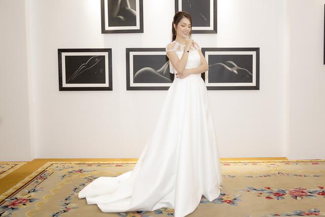 Dương Cẩm Lynh dịu dàng khi diện váy cưới - Ảnh 5.