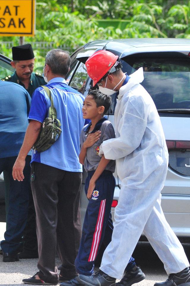 Malaysia đóng cửa hàng trăm trường học vì rò rỉ hóa chất - Ảnh 1.