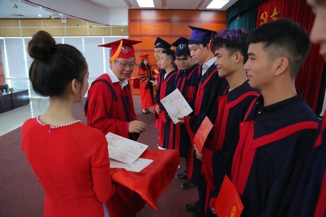Trường Cao đẳng Truyền hình phát bằng tốt nghiệp cho 278 cử nhân - Ảnh 1.
