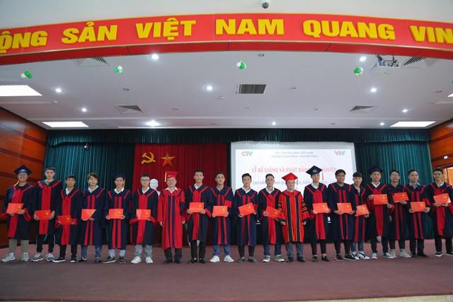 Trường Cao đẳng Truyền hình phát bằng tốt nghiệp cho 278 cử nhân - Ảnh 2.